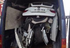 匈牙利最牛盗车贼 暴力肢解宝马X6装车厢转运